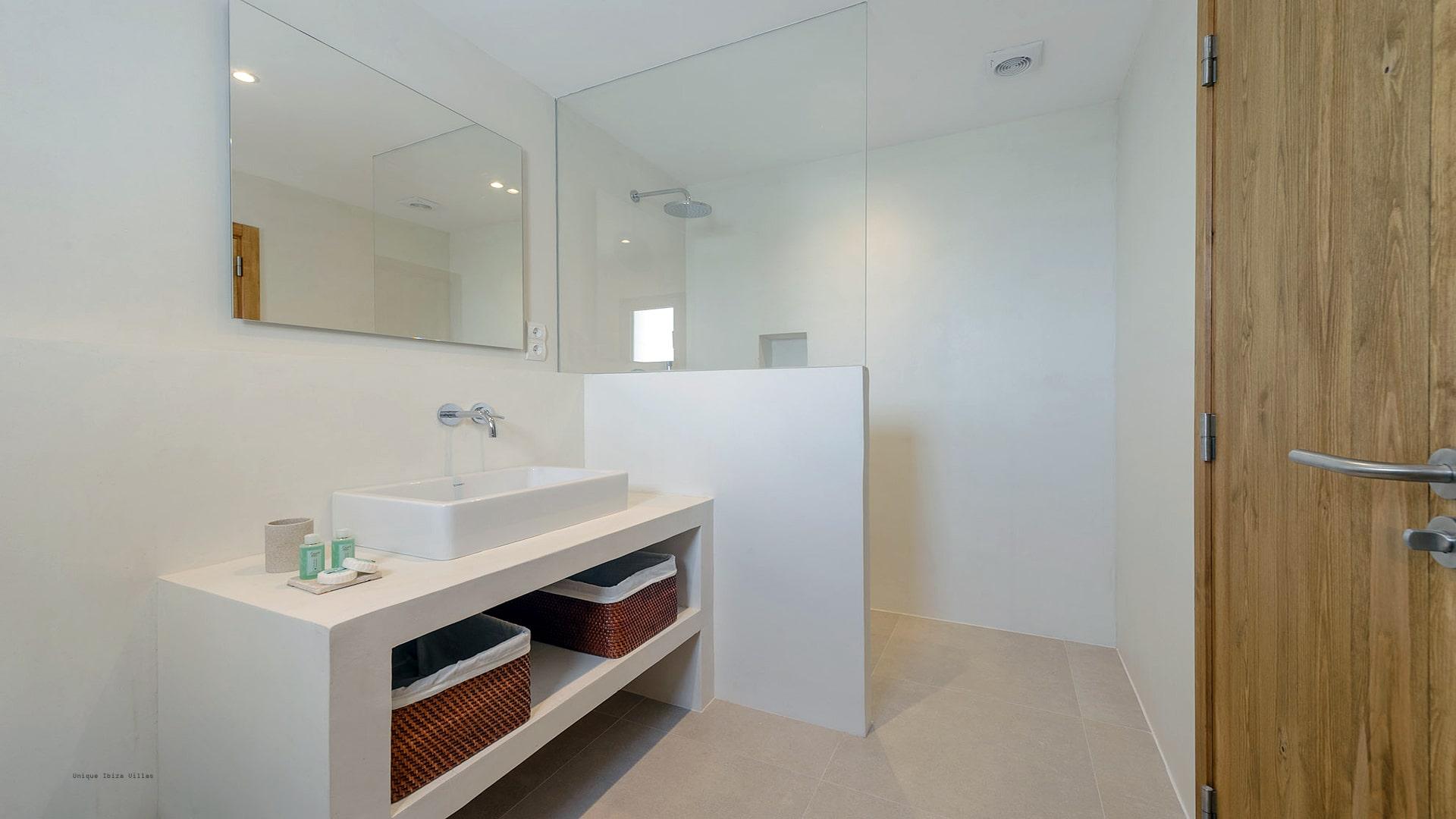 Villa Can Tamanaco Ibiza 40 Bathroom 1