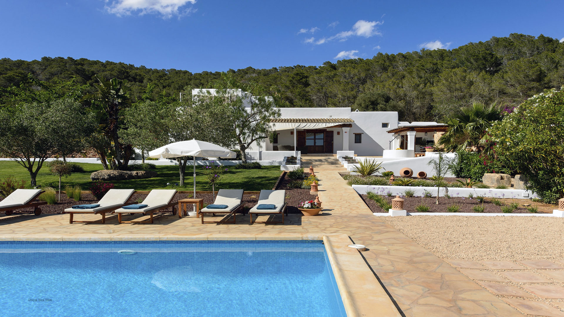 FINCA MAGO  -  (sleeps 9 - rural private villa near Santa Gertrudis - central Ibiza - 5 bedrooms)