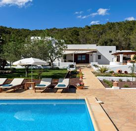 FINCA MAGO - (sleeps 9 - villa with private pool - near Santa Gertrudis & Santa Eulalia - 5 bedrooms)
