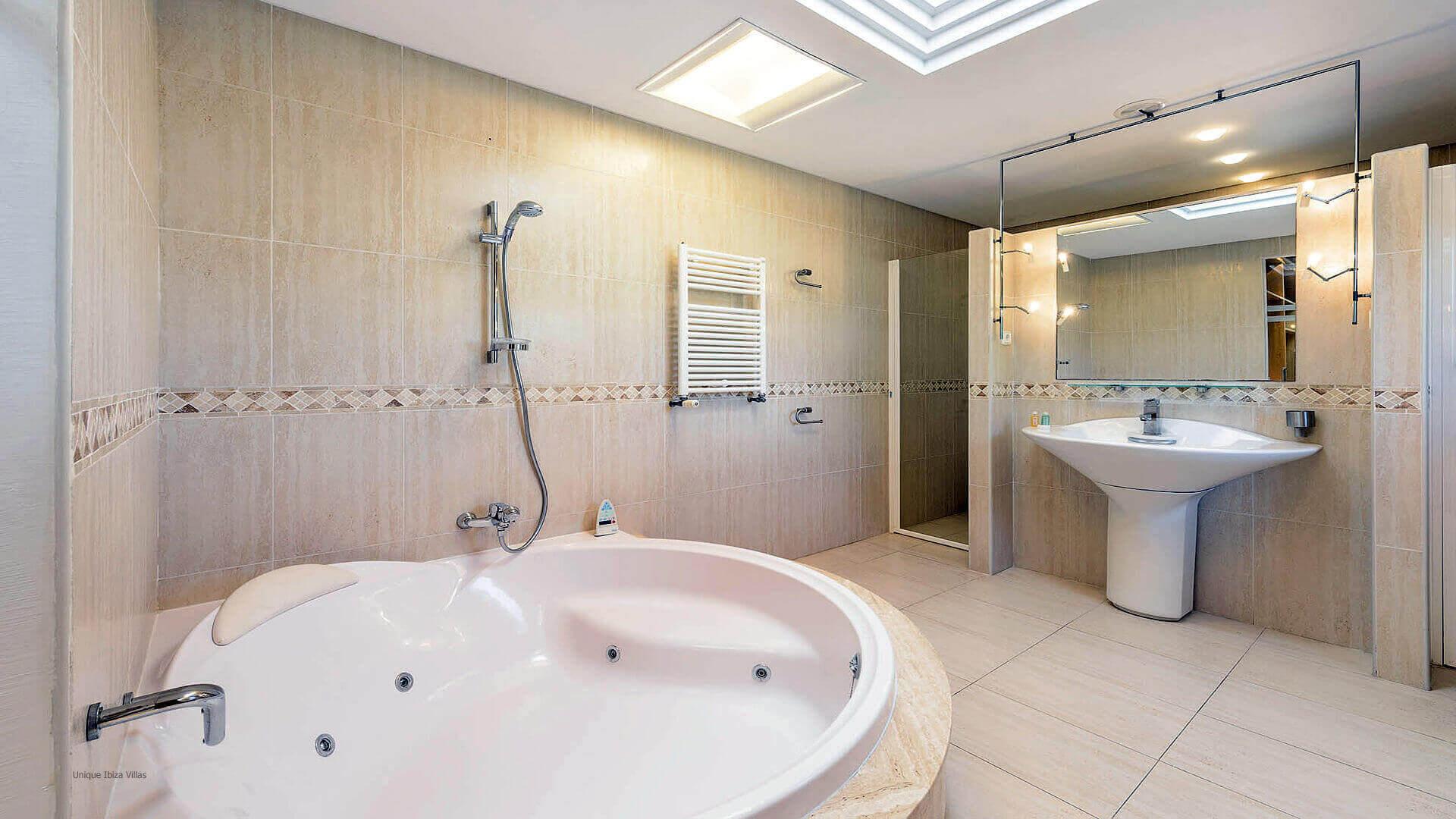 Villa Can Fluxa Ibiza 36 Bedrooom 1 En Suite