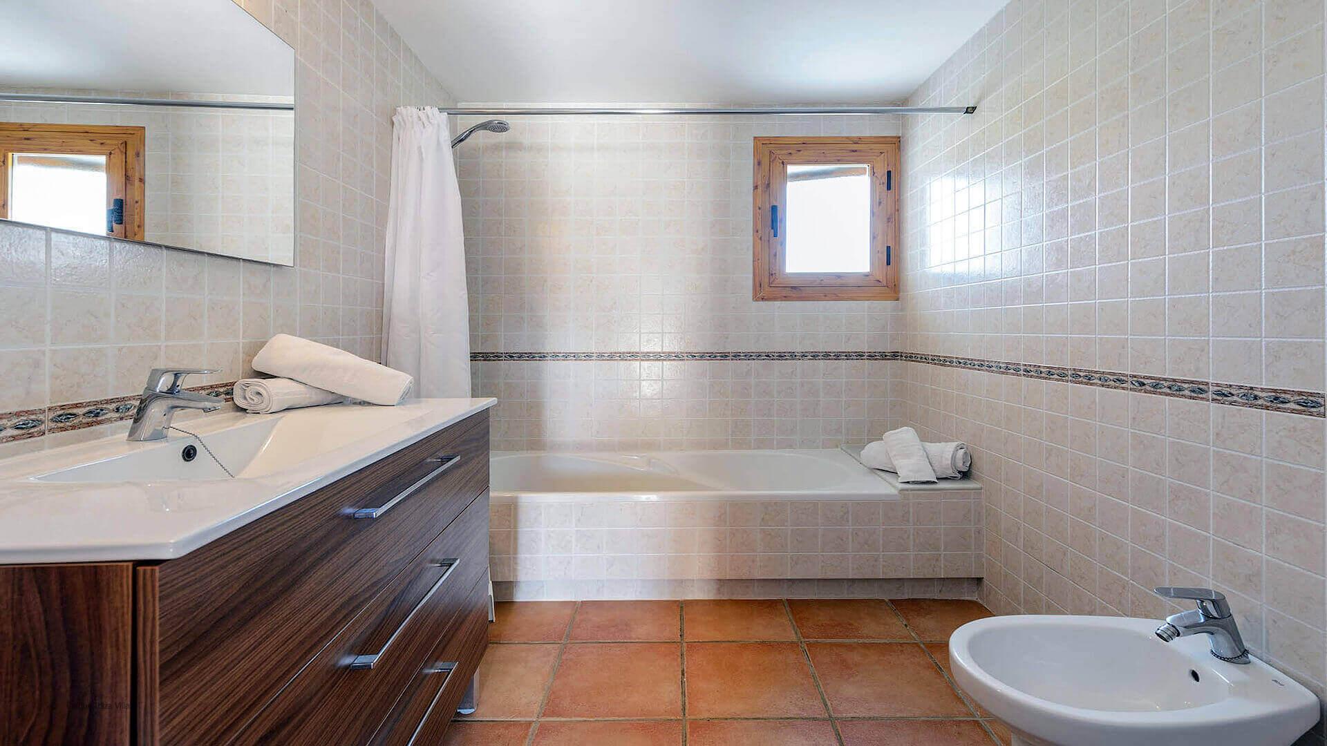 Villa Los Naranjos Ibiza 38 Bathroom 2